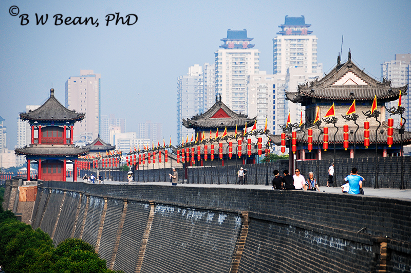 Xian City Wall surrounds the old city area - bwb-images