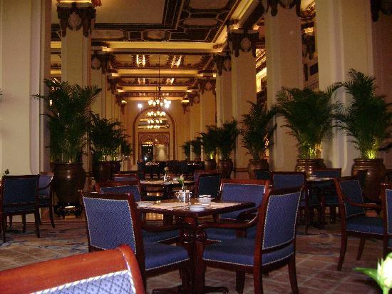 Hong Kong -lobby-at-breakfast