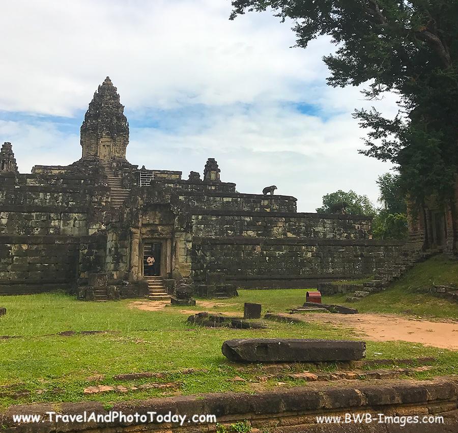 Prasat Bakong Stupa