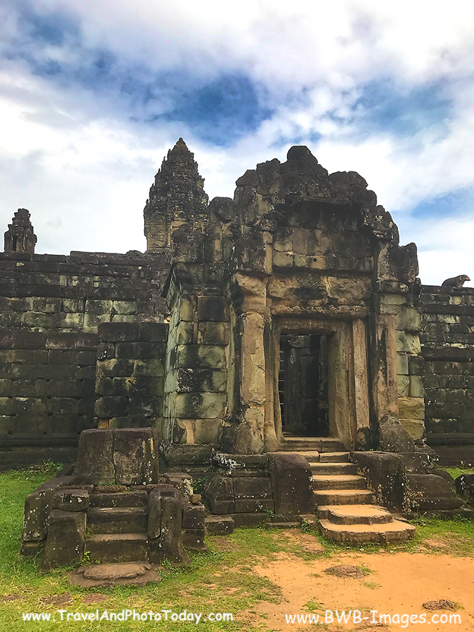Prasat Bakong entrance