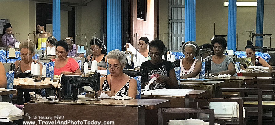 PHOTO TOUR - CUBANS AT WORK