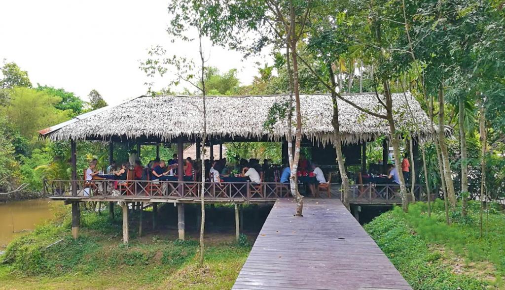 lake restaurant 2