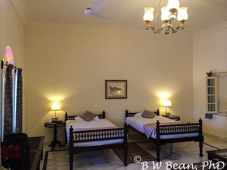 r hotel 8