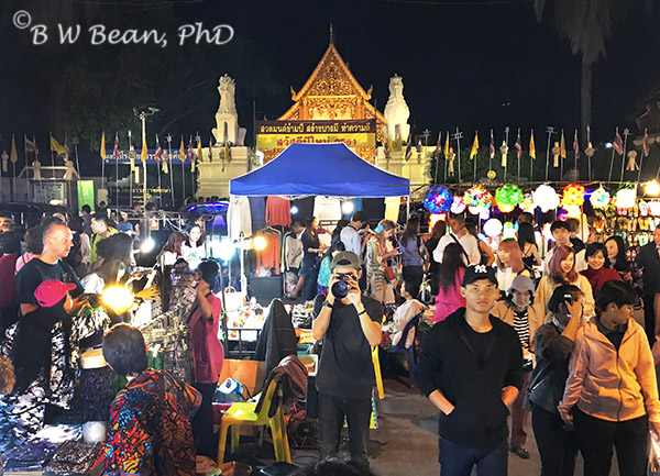 ADVENTURE ON THE SUNDAY NIGHT WALKING STREET - CHIANG MAI, THAILAND